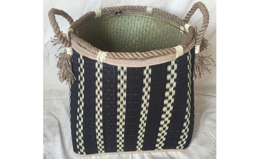 TT-160739 Seagrass basket, pattern color as it is