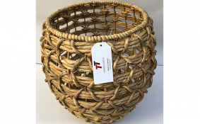 TT-190157 Water hyacinth basket.