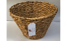 TT-190166 Water hyacinth basket.